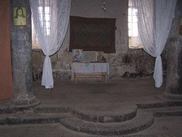 arzni_church_entry